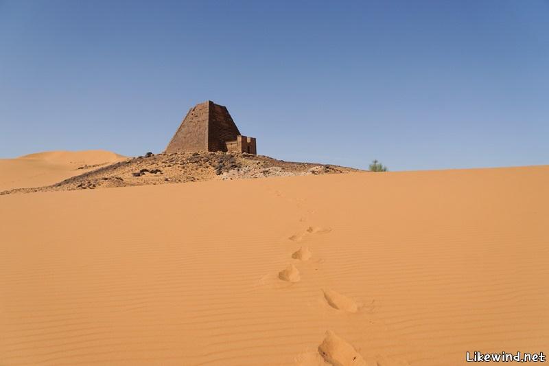 수단_메로이_피라미드_사막